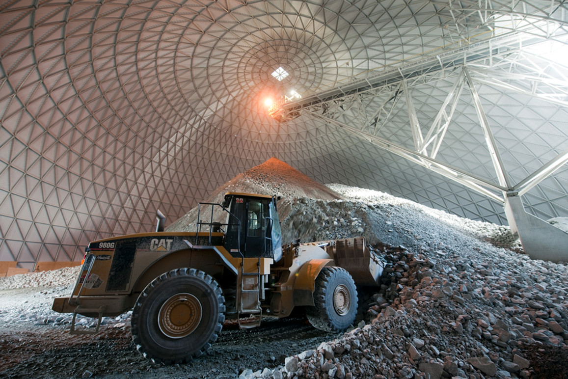 An image illustrating some of the modern mining practices represented in the interactive.